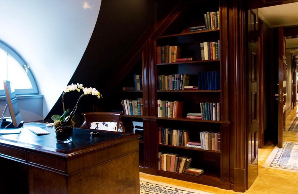 Patrick Hellmann Schlosshotel Berlin - Library Suite