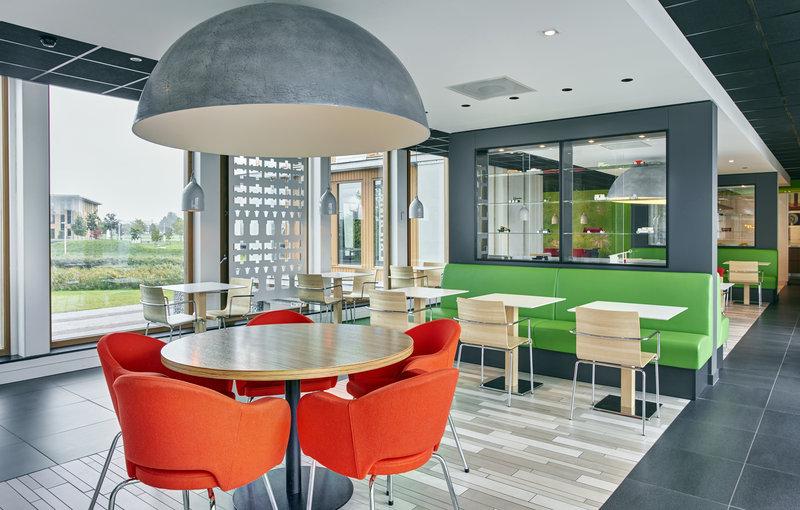 Hospitality consultant Jawel voro Hotel Holiday Inn Express Utrecht